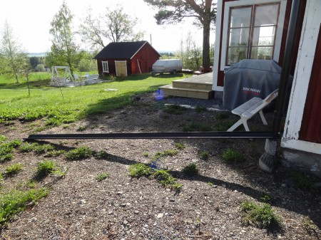 Sydöstra sidan om huset - innan planering
